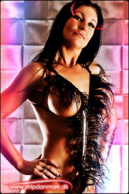 stripper-busty-missy