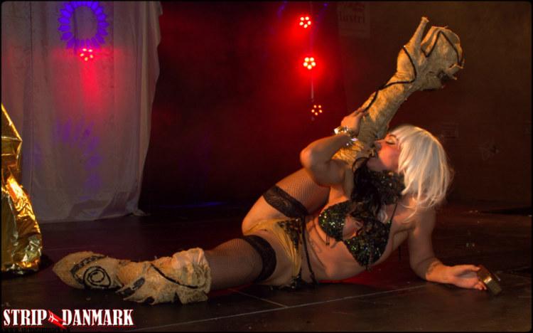 Erotisk dans på belyst scene